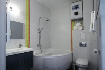 Люкс с ванной:  Номер, Люкс, 3-местный (2 основных + 1 доп), 1-комнатный, Гостиница, набережная Северной Двины на 10 номеров - Фотография 4