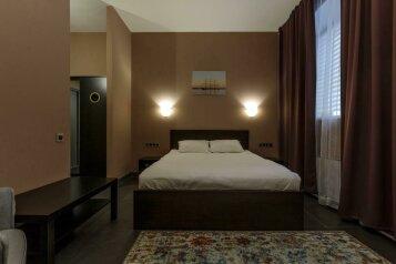 Люкс с ванной:  Номер, Люкс, 3-местный (2 основных + 1 доп), 1-комнатный, Гостиница, набережная Северной Двины, 32 на 10 номеров - Фотография 3