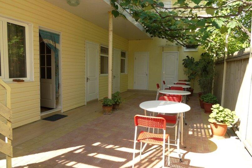 Гостевой дом Солнечный, Таманский проезд, 9 на 12 комнат - Фотография 6