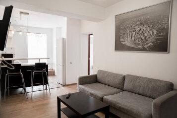 2-комн. квартира, 60 кв.м. на 5 человек, улица Столярова, 7, Казань - Фотография 1