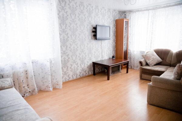 2-комн. квартира, 43 кв.м. на 6 человек, улица Короленко, 23, Казань - Фотография 1