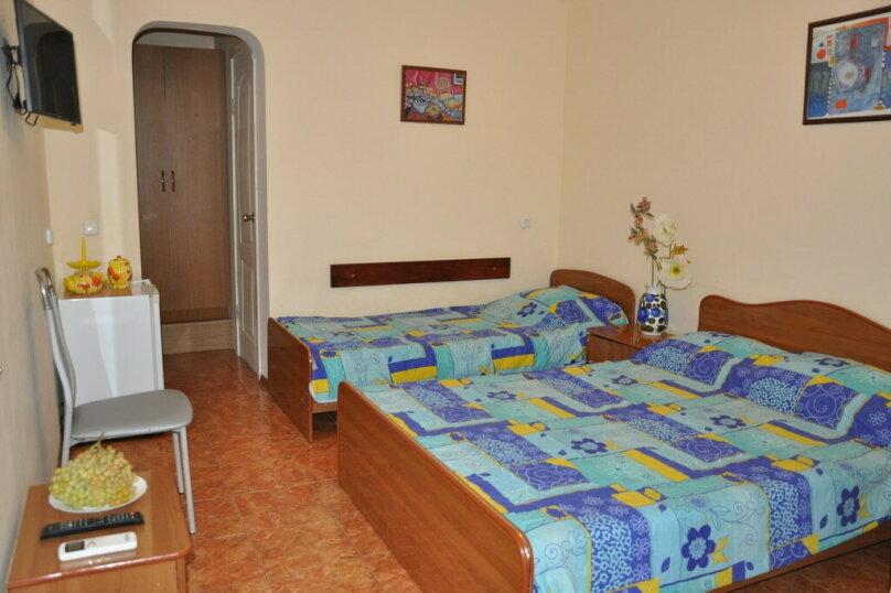 3-х местный Полулюкс  + доп. место 2-ой этаж (11), улица Шевченко, 130, Анапа - Фотография 1