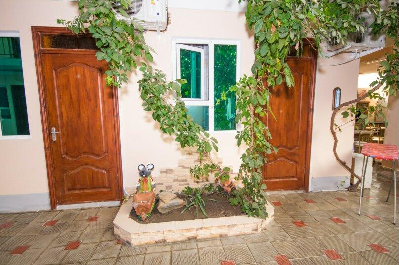 """Гостевой дом """"Водолей"""", улица Восточная, 11 Б на 11 комнат - Фотография 2"""