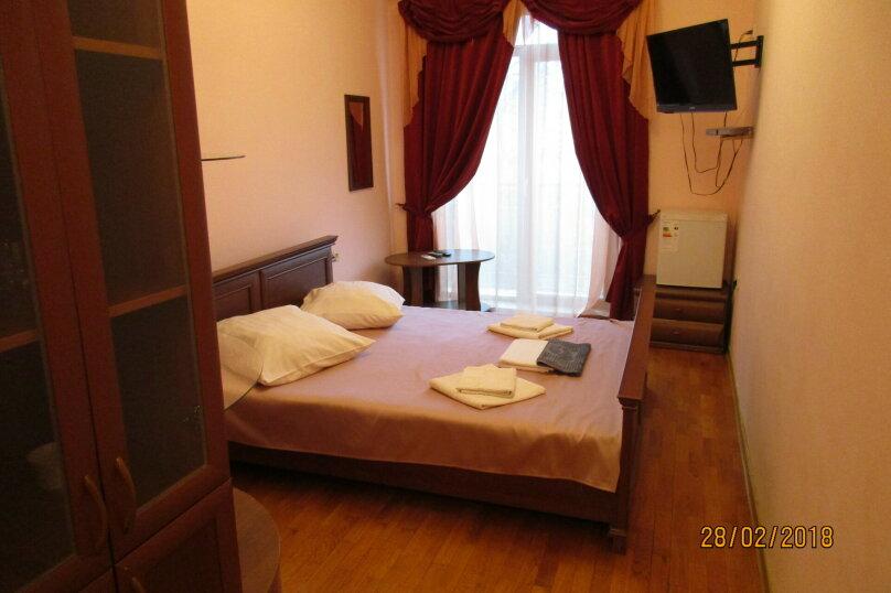 """2-х местный номер-люкс с кроватью размера """"king-size"""", Галерейная улица, 3А, Феодосия - Фотография 1"""