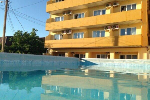 """Мини-отель """"Gala Paradise"""", Центральная улица, 7 на 36 номеров - Фотография 1"""