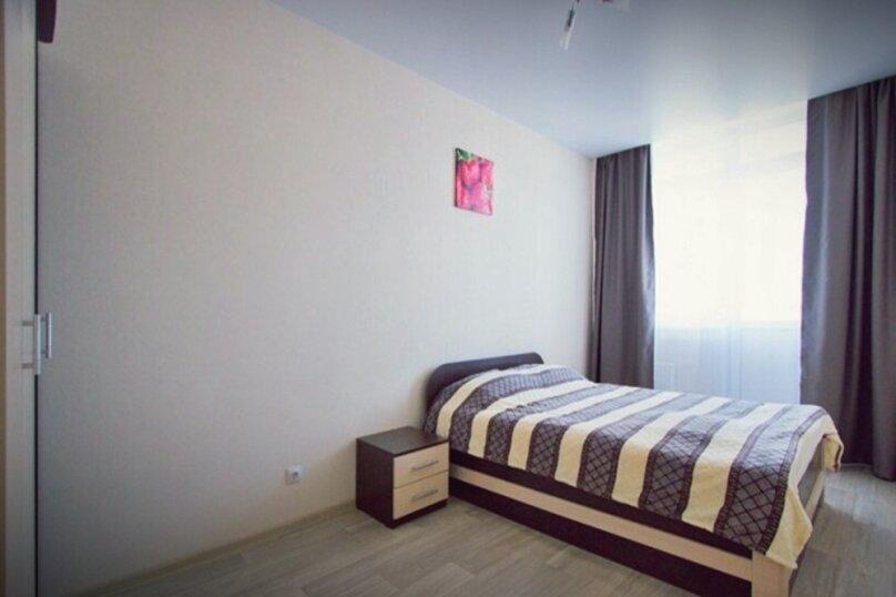 3-комн. квартира, 71 кв.м. на 6 человек, улица Авиаторов, 45, Красноярск - Фотография 1