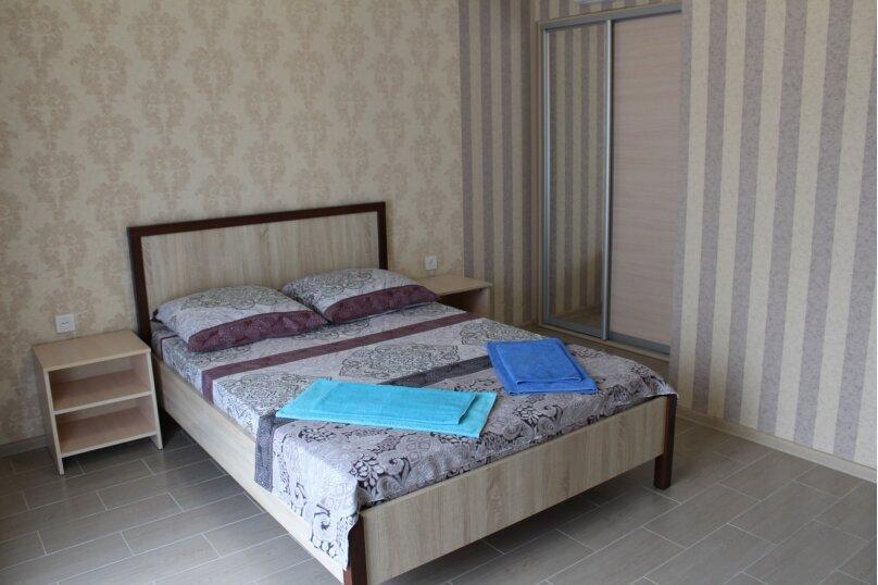 Номер двухместный (доп.место до 12 лет-600 руб.,взрослые-800 руб.), улица Черноморье, 121, Агой - Фотография 1