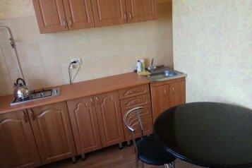 1-комн. квартира, 35 кв.м. на 4 человека, улица Ленина, Штормовое - Фотография 1