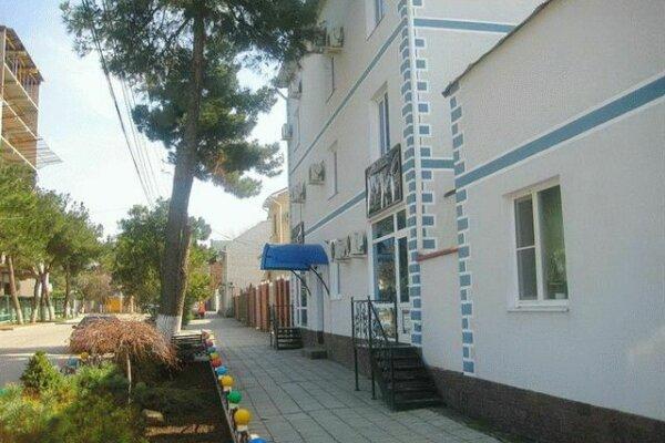 Гостевой дом , Новороссийская улица, 72 на 39 номеров - Фотография 1