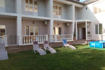 Апартаменты на 7 человек, 2 спальни, Черноморская, Штормовое - Фотография 1