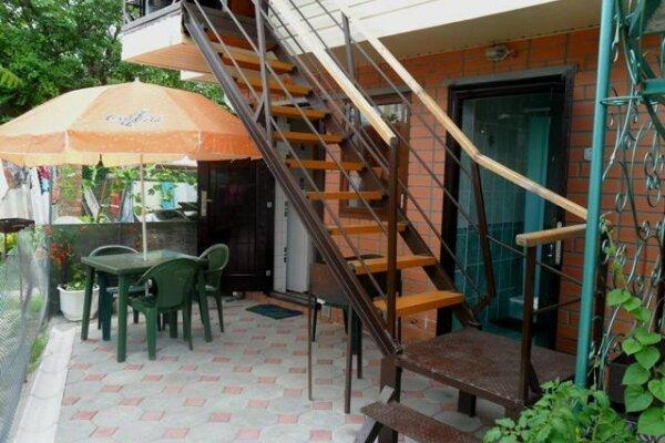 Сдается 2-х этажный домик, 30 кв.м. на 4 человека, 1 спальня, Таманская улица, 25, Ейск - Фотография 1