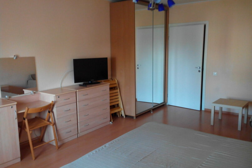 2-комн. квартира, 70 кв.м. на 10 человек, улица Ломоносова, 61, Новосибирск - Фотография 8