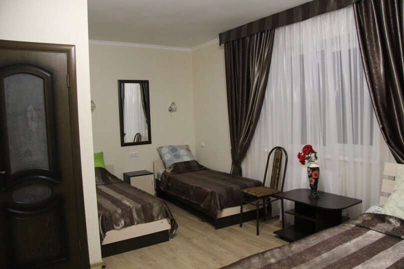 Четырехместный номер с балконом, улица Тургенева, 222, Анапа - Фотография 2