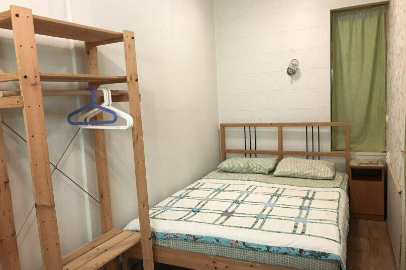 """Номер на 2 этаже (люкс), без балкона, """"Шведский"""", Юго-Западная улица, 21, Судак - Фотография 1"""