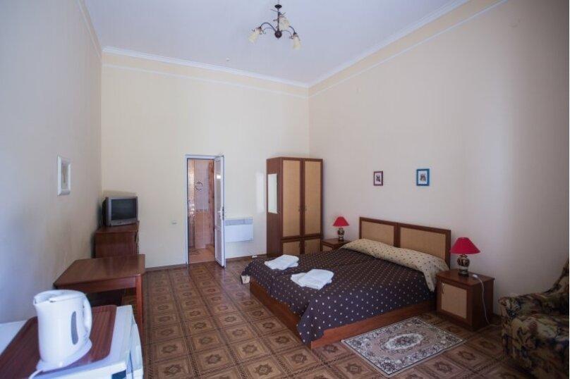 Однокомнатный Комфортный номер, улица Токарева, 6, Евпатория - Фотография 1