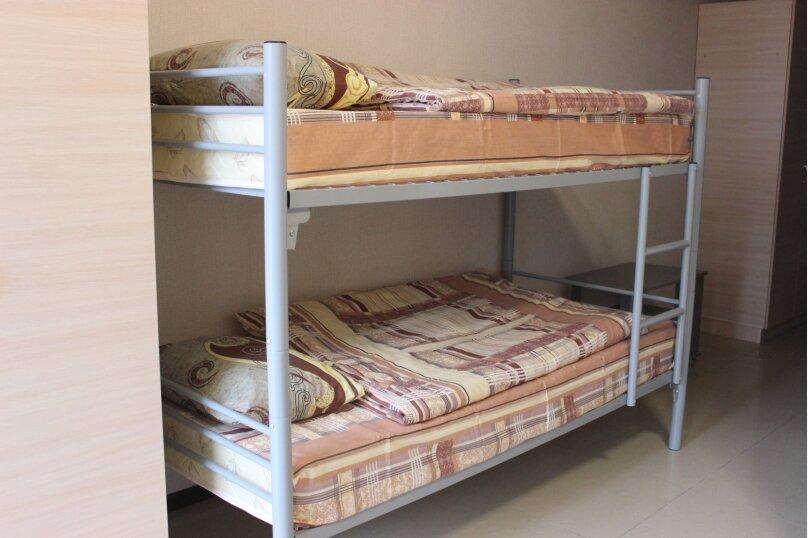 Спальное место в 6-местном общем номере для мужчин, Советская, 20, Керчь - Фотография 1