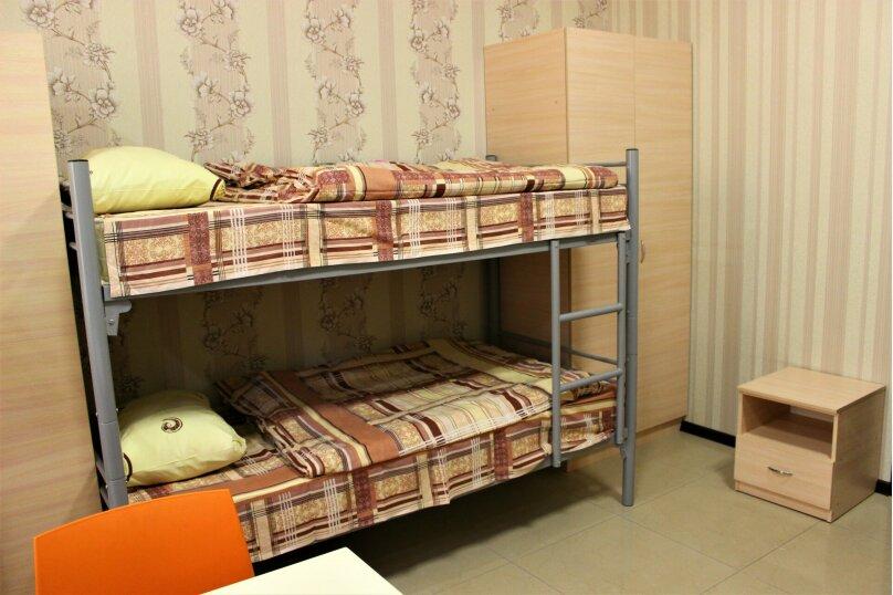 Спальное место в 10-местном общем номере, Советская, 20, Керчь - Фотография 1