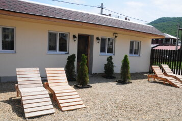 Любавина дача, 80 кв.м. на 8 человек, 2 спальни, Радужная улица, село Сукко - Фотография 1