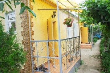 Дом на 3 комнаты 2 отдельных входа, 60 кв.м. на 10 человек, 3 спальни, савченкова , поселок Приморский, Феодосия - Фотография 4