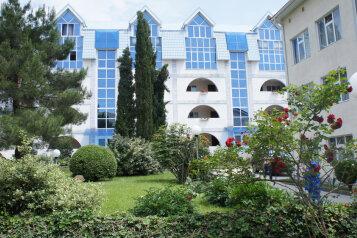 3-комн. квартира, 120 кв.м. на 8 человек, Морская, Ольгинка - Фотография 1