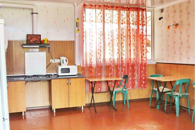 """Гостевой дом """"Александрит"""", Лазурная улица, 12 на 14 комнат - Фотография 2"""