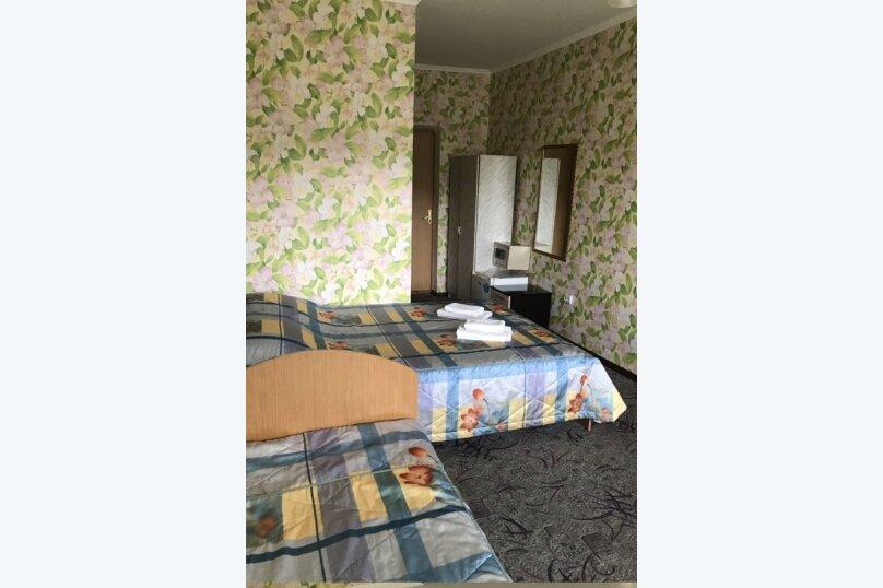 3х местный Комфорт с балконом, улица Чкалова, 10/8, Адлер - Фотография 1
