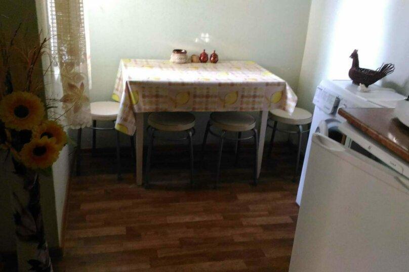 Сдам  дом в частном секторе, 25 кв.м. на 4 человека, 1 спальня, улица Кирова, 82, Евпатория - Фотография 12