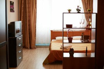 1-комн. квартира, 45 кв.м. на 4 человека, Севастопольская улица, Тюмень - Фотография 1