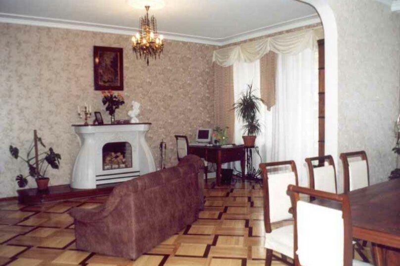 4-комн. квартира, 160 кв.м. на 6 человек, 8-я линия Васильевского острова, 53, Санкт-Петербург - Фотография 1