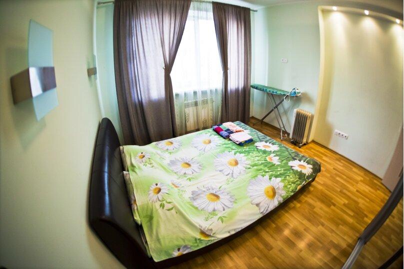 2-комн. квартира, 70 кв.м. на 4 человека, улица Гайдара, 13, Хабаровск - Фотография 2