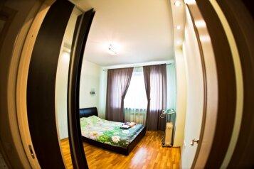 2-комн. квартира, 70 кв.м. на 4 человека, улица Гайдара, Центральный округ, Хабаровск - Фотография 1