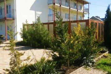 Гостевой дом п. Андреевка у моря, Верхняя улица на 10 номеров - Фотография 1