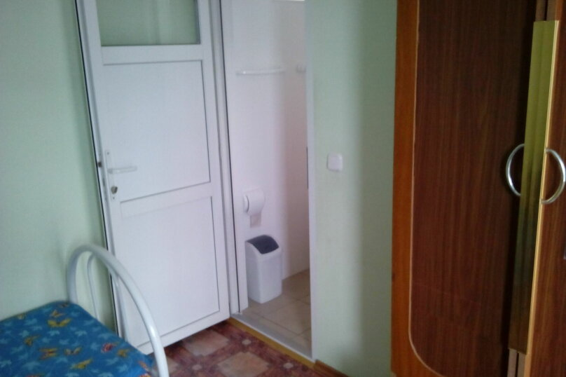 Номера двухместные на первом этаже(количество-2-а), улица Седина, 9, Ейск - Фотография 7