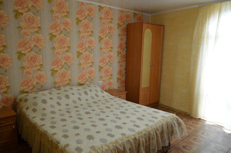 Четырехместный номер комфорт  с балконом (третий), улица Спендиарова, 18, Судак - Фотография 5