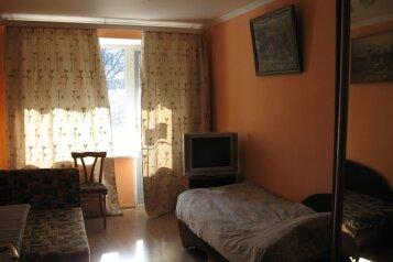 3-комн. квартира, 70 кв.м. на 6 человек, улица Нахимова, 14, поселок Орджоникидзе, Феодосия - Фотография 1