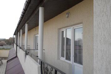 Гостевой дом , Черноморская, 19 на 11 номеров - Фотография 2