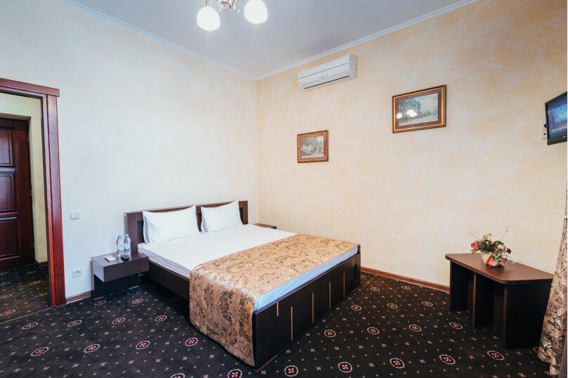 Двухместный делюкс с балконом, улица Дмитрия Ульянова, 4А, Феодосия - Фотография 2