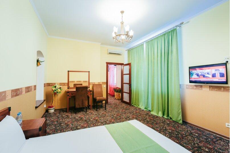 Семейный люкс  с балконом, улица Дмитрия Ульянова, 4А, Феодосия - Фотография 2