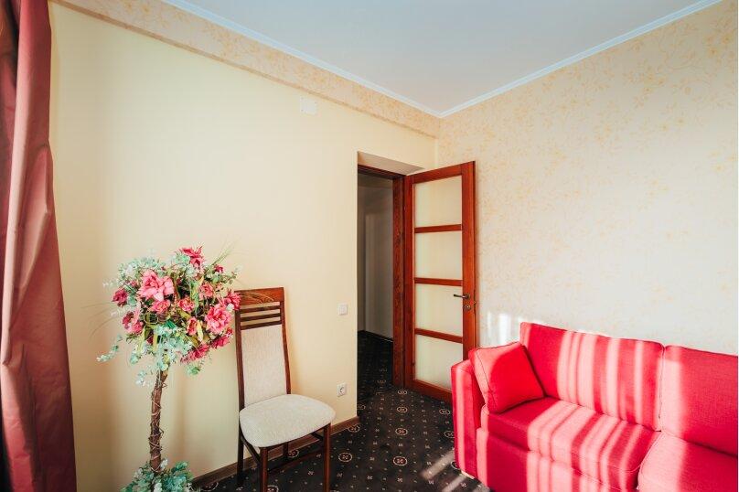 Четырёхместный номер Делюкс с балконом, улица Дмитрия Ульянова, 4А, Феодосия - Фотография 4