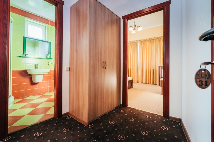 Четырёхместный номер Делюкс с балконом, улица Дмитрия Ульянова, 4А, Феодосия - Фотография 6