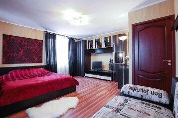 1-комн. квартира, 40 кв.м. на 4 человека, проспект Энтузиастов, метро Ладожская, Санкт-Петербург - Фотография 1