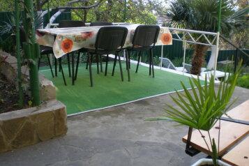 Сдам Дом в Алупке на 9 человек, 3 спальни, улица Розы Люксембург, Алупка - Фотография 1