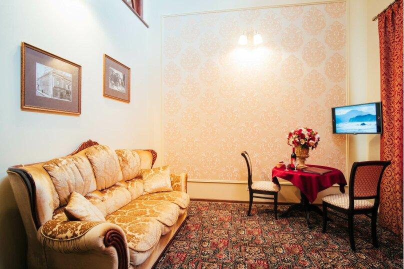 Апартаменты двухуровневые с террасой, улица Дмитрия Ульянова, 4А, Феодосия - Фотография 1