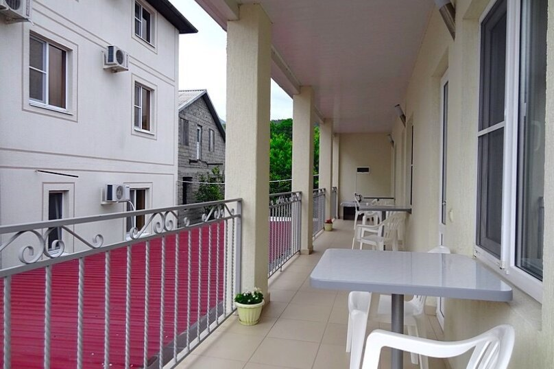 Отдельный корпус-  трёхместная комната №2, 2-ой этаж с балконом, улица Мира, 58, Кабардинка - Фотография 3