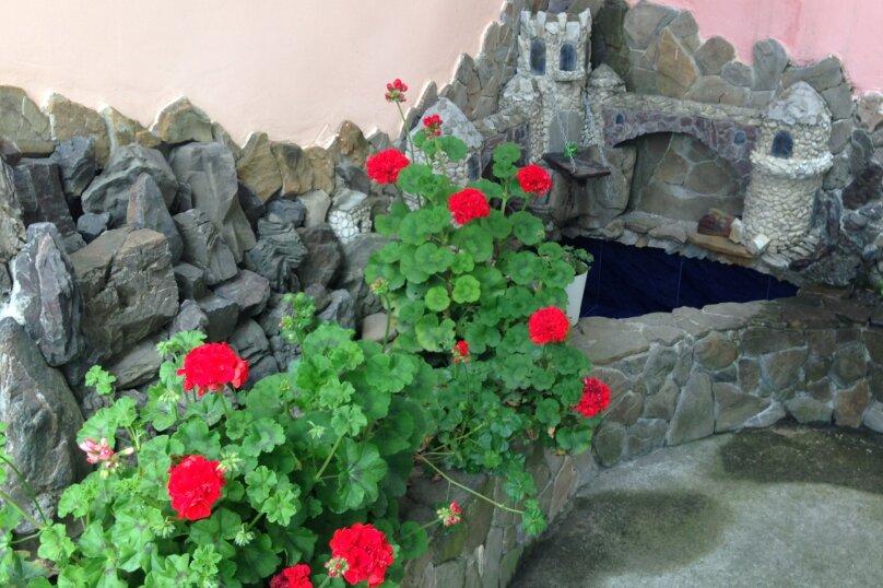 """Гостевой дом """"У моря"""", Павлика Морозова, 26 А на 4 комнаты - Фотография 2"""