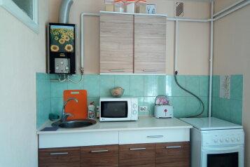2-комн. квартира, 51 кв.м. на 4 человека, улица Володарского, 35А, Евпатория - Фотография 1
