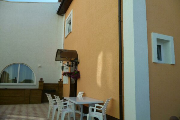 Дом на берегу моря, 100 кв.м. на 6 человек, 2 спальни, Центральная, 26Б, Мирный, Крым - Фотография 1