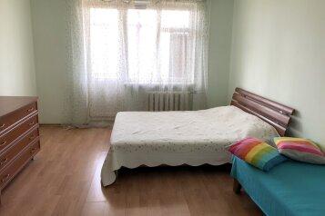 2-комн. квартира, 57 кв.м. на 6 человек, улица Аллея Дружбы, 77, Евпатория - Фотография 1
