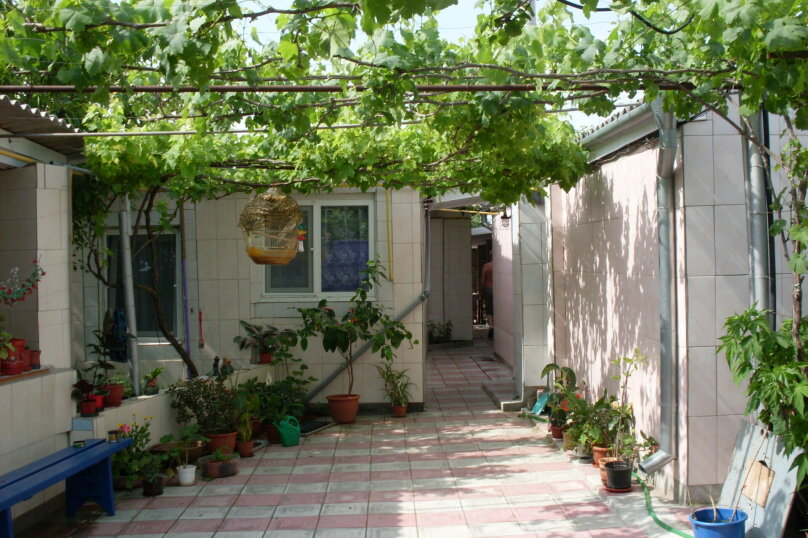 """Гостевой дом """"У Нелли"""", Курская улица, 46 на 8 комнат - Фотография 2"""