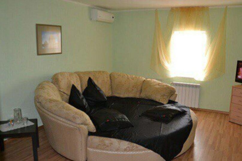 2-х комнатный номер с круглым диваном, Курортная улица, 54, Голубицкая - Фотография 1